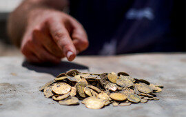 425 Gold Coins From Islamic Era Unearthed in Israel